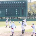 初戦を翌日に控え、練習に汗を流す花咲徳栄ナイン=兵庫県伊丹市内の球場で